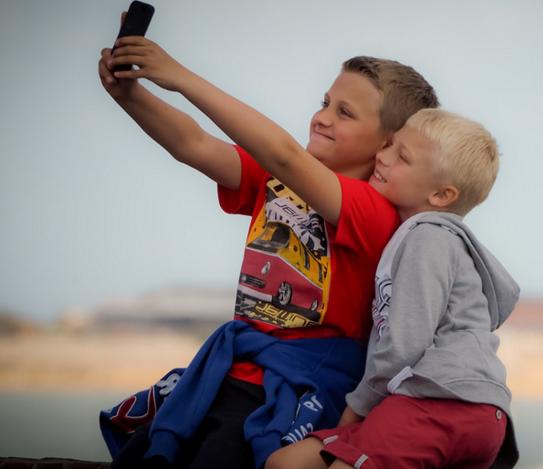 Attention ! Les selfies accélèrent la propagation des poux