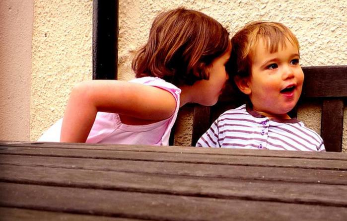 Des solutions pour aider un enfant qui n'est pas sociable
