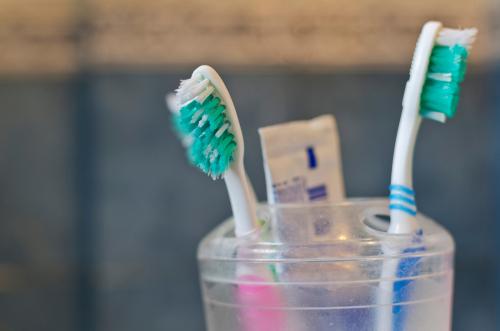 Apprendre la santé dentaire à un enfant